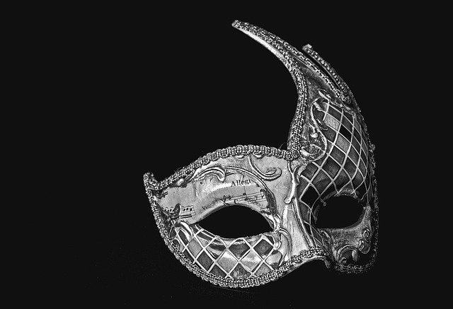 Czym się kierować wybierając maski karnawałowe?